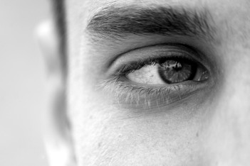 homme-yeux-oeil-regard-cils-images-photos-gratuites-1560x1040